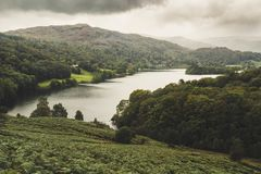 Una opini?n del paisaje de la monta?a en Cumbria foto de archivo