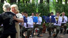 Una orquesta militar 4K almacen de video