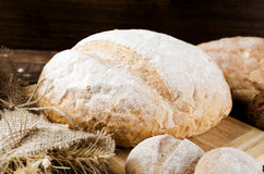 Una pagnotta della farina del pane bianco Fotografia Stock