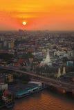 Una pagoda a Bangkok al tramonto Fotografia Stock