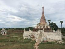 Una pagoda nel lago Inle (Birmania) Fotografia Stock