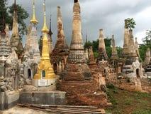 Una pagoda nel lago Inle (Birmania) Immagini Stock