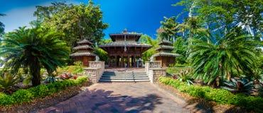 Una pagoda nepalesa de madera en Parklands del sur del banco, Brisbane Imagen de archivo libre de regalías