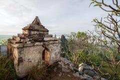 Una pagoda sulla cima di Khao né a Nakhon Sawan, Tailandia fotografia stock libera da diritti