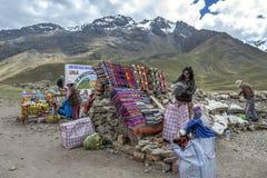 Una parada del recuerdo en la región de Puno de Perú Fotografía de archivo libre de regalías