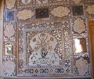 Una pared adornada con Desgin floral en el palacio del espejo, Amer Palace, Jaipur, Rajasthán, la India Fotografía de archivo libre de regalías
