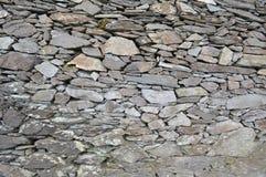 Una pared de piedra del fuerte de la piedra de Cahergall en Irlanda imagenes de archivo