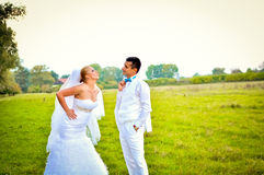 Una pareja casada justa, en la naturaleza Fotografía de archivo