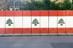 Una parete con il grafiti della bandiera del Libano in hamra a Beirut nel Libano il 32 febbraio fotografie stock libere da diritti