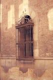 Una parete con le finestre Immagini Stock Libere da Diritti