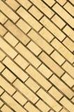 Una parete gialla fatta del mattone per fondo e struttura Fotografia Stock