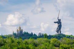 Una parte del monumento de Mamaev Kurgan y de la patria en Stalingrad el 23 de febrero, el 9 de mayo Foto de archivo libre de regalías