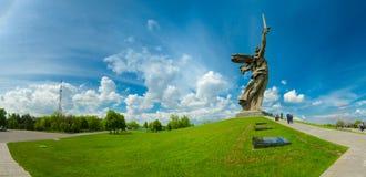Una parte del monumento di Mamaev Kurgan e della patria Stalingrad nel 23 febbraio, il 9 maggio Immagine Stock