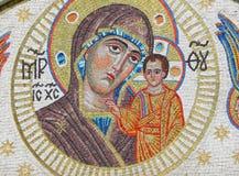 Una parte del mosaico della parete sulla chiesa dell'icona della nostra signora la molla animatrice Immagine Stock