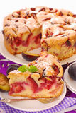 Una parte della torta della prugna Fotografie Stock Libere da Diritti