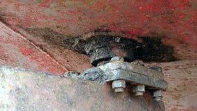 Una parte más inferior de metal oxidado de la nave en el astillero en el puerto de Moscú metrajes