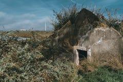 Una parte que cubre de una casa abandonada imagen de archivo