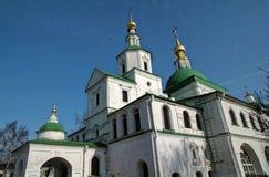 Una passeggiata attraverso il monastero Fotografie Stock Libere da Diritti
