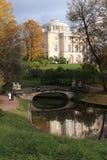 Una passeggiata nel parco di Pavlovsk all'autunno Fotografia Stock Libera da Diritti