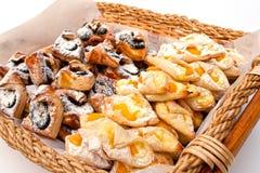 Una pasticceria del dolce del cestino Fotografia Stock