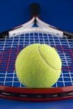 Una pelota de tenis. Imagenes de archivo