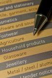 Una penna e una lista dei prodotti e dei servizi Immagini Stock