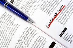 Una penna sul manuale Fotografia Stock Libera da Diritti