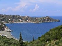 Una pequeña aldea de playa en Peloponeso Fotos de archivo libres de regalías