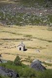 Una pequeña capilla en la montaña de Estrela, Portugal Imágenes de archivo libres de regalías