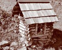 Una pequeña casa hecha de abedul Imagen de archivo