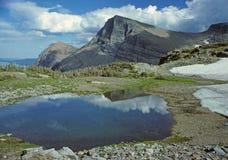 Una pequeña charca en la tapa de la montaña foto de archivo libre de regalías