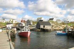 Una pequeña ciudad de la pesca Imágenes de archivo libres de regalías
