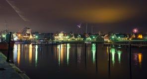 Una pequeña ciudad por el mar Imagen de archivo