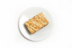 Una pequeña galleta aislada en blanco Fotografía de archivo libre de regalías