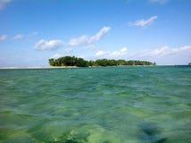 Una pequeña isla del coste de Fiji en el South Pacific Fotografía de archivo libre de regalías