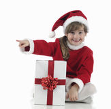 Una pequeña muchacha de Papá Noel que indica Fotografía de archivo