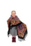 Una pequeña muchacha en pañuelo ruso tradicional con el estampado de flores Fotografía de archivo libre de regalías