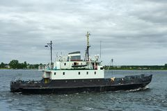 Una pequeña nave del cargo-y-pasajero Imagenes de archivo
