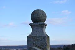 Una pequeña porción de la esfera concreta decorativa en la fortaleza de Pertrovaradin Foto de archivo