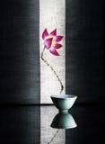 Una pequeña taza de turquesa Imágenes de archivo libres de regalías
