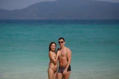 Una persona perfetta di due corpi che posa sul fondo del mare Maschio e femmina Fotografia Stock Libera da Diritti