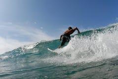 Una persona que practica surf Imagen de archivo