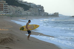 Una persona que practica surf, Durban Fotos de archivo libres de regalías