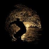 Una persona que practica surf en un tubo magnífico Fotografía de archivo libre de regalías