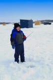 Una pesca del ghiaccio di buon giorno Fotografie Stock
