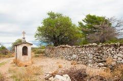 Una piccola cappella cristiana in un posto pittoresco Fotografia Stock