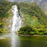 Una piccola cascata a Milford Sound Fotografia Stock
