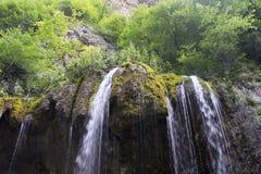 Una piccola cascata nella gola di Chegem, Cabardino-Balcaria, Russia Immagine Stock Libera da Diritti