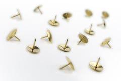 Una piccola collezione di puntine da disegno in una scatola bianca #1 Immagini Stock