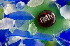 Una piedra de cristal con la fe imprimió en ella Foto de archivo libre de regalías